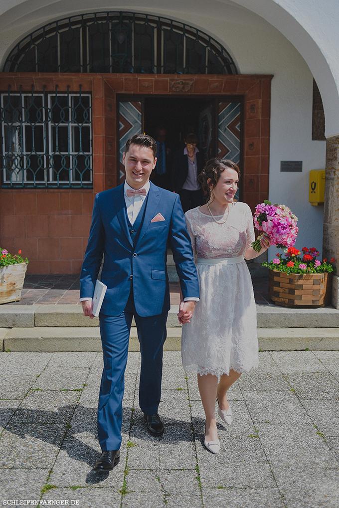 Schleifenfangerbraut Isabella Heiratet Peter Im Spitzen Brautkleid