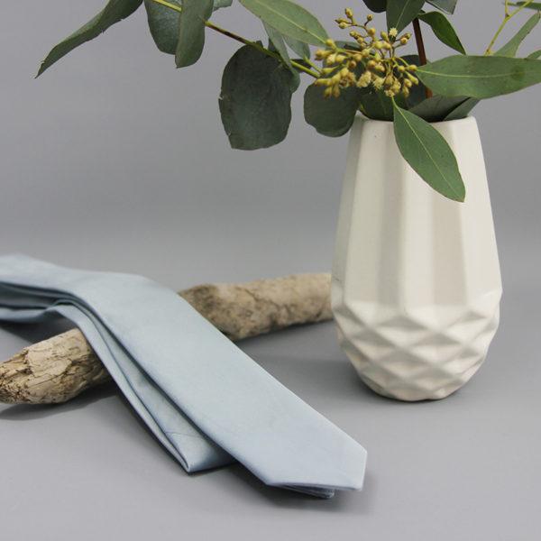 Krawatte aus Satin in taubenblau