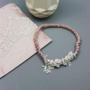 Strumpfband aus zarter Spitze und Seide in Rosé