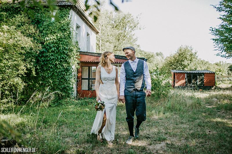 Caro und Robert feiern eine lässige Landhochzeit