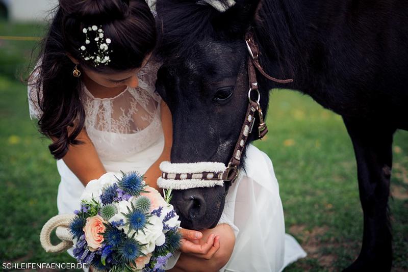 Landhochzeit mit Pferd
