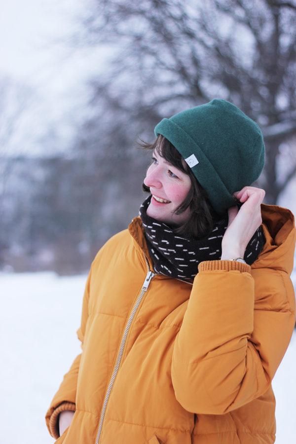 nachhaltige Beanie-Mütze aus Bio-Baumwollfleece in Waldgrün
