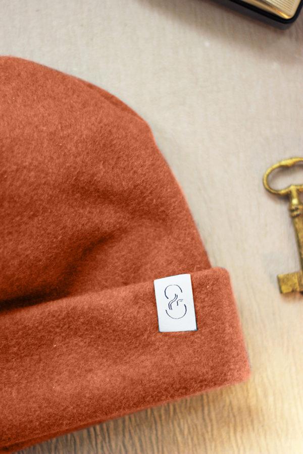 nachhaltige Beanie-Mütze aus Bio-Baumwollfleece in Zimtbraun