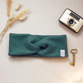 Kuscheliges Stirnband aus nachhaltigem Bio-Baumwollfleece in Waldgrün