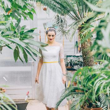 Kurzes Vintage-Brautkleid in taubenblau