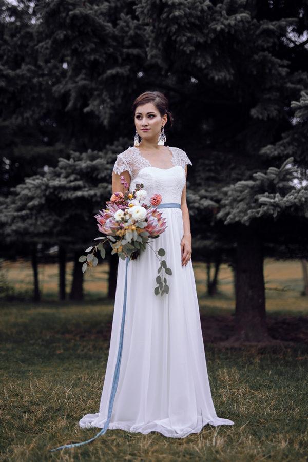 langes Brautkleid mit Chiffonrock