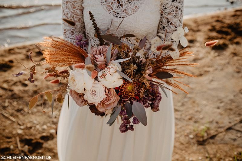 Brautstrauß im Boho Ikebana Stil